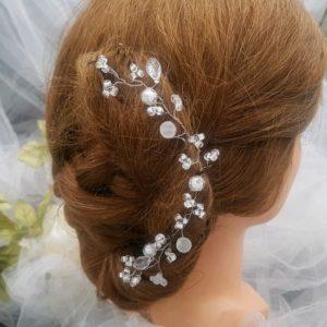 Bijoux de tête pour la mariée et son cortège, diadème, mariage, en perles de verre et synthétiques, tons blanc, cristal. Réf. 26