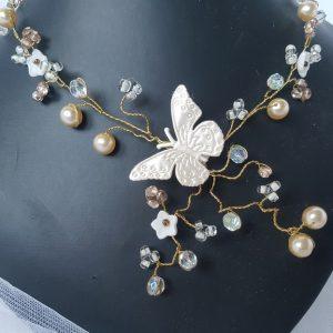 Collier pour mariée, perles, fleurs et papillons. Réf. 12