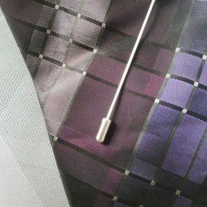 Epingle à cravate ou à lavallière tons rose pâle et argent. Réf. 40