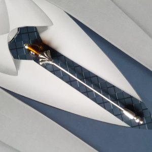 Epingle à cravate ou lavallière, dans les tons argent, marron, coca, miel. Réf. 48