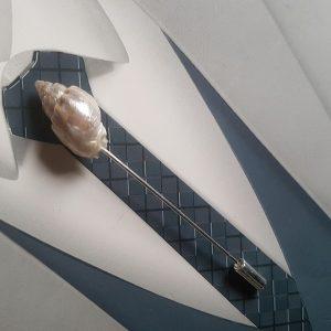 Epingle à cravate ou à lavallière, thème de la mer, avec coquillage. Réf. 56