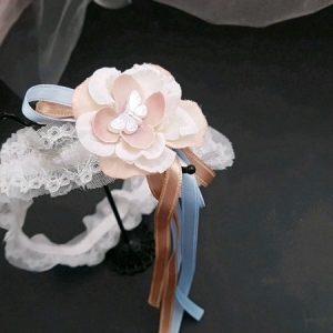 Jarretière mariage dentelle, fleur et papillon tons blanc et rose, thème champêtre. Réf. 79