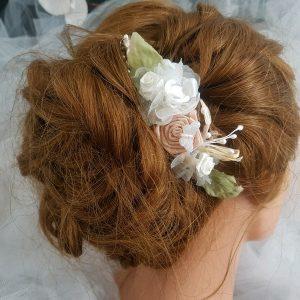 Peigne pour mariage au thème champêtre, fleurs et papillon. Réf. 91
