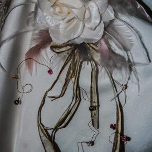 Remontes traînes et broches pour la mariée et son cortège