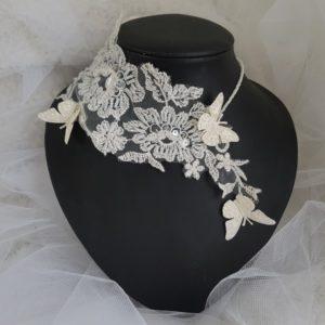 Collier mariage dentelle perlée, envolée de papillons ivoire, réf. 5