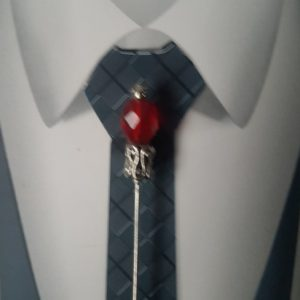 Epingle à cravate ou à lavallière argent et rouge. Réf. 46