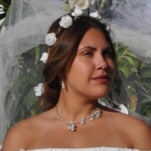 Collier mariage argenté avec arabesques et perles blanches, Réf. 137